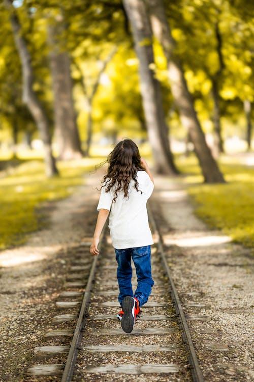 Foto profissional grátis de aconselhamento, andar, ao ar livre