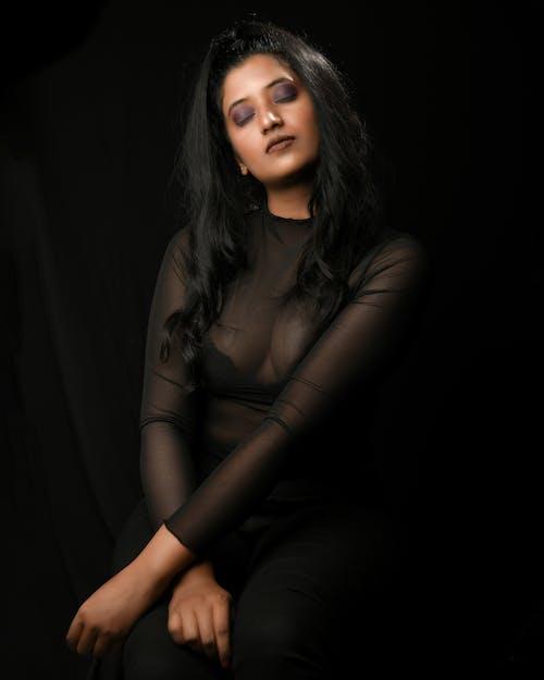 Immagine gratuita di donna, girato in studio, interni