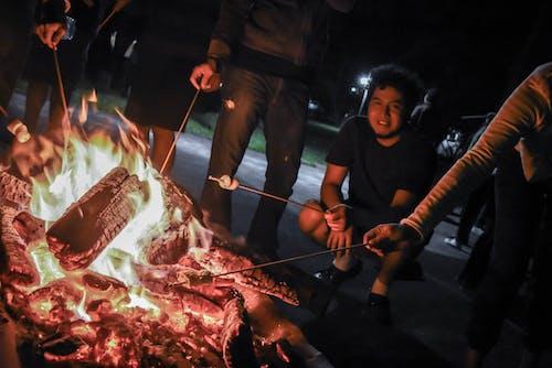 Δωρεάν στοκ φωτογραφιών με marshmallow, αναψυχή, άνθρακας, Άνθρωποι
