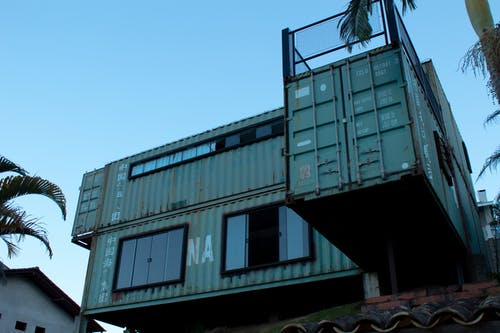 Ảnh lưu trữ miễn phí về ánh sáng ban ngày, bầu trời, container hàng hóa, góc chụp thấp
