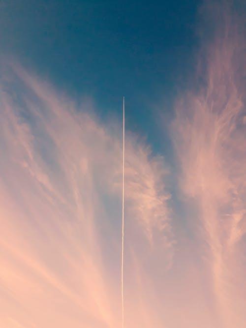 光, 凝結尾, 多雲的天空, 天堂 的 免費圖庫相片