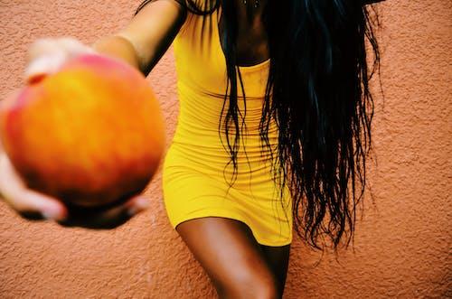 Бесплатное стоковое фото с волос, девочка, желтый, женщина