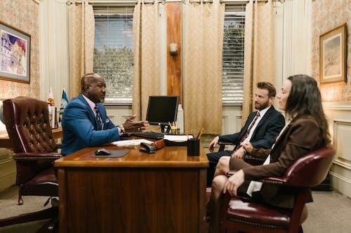 Ảnh lưu trữ miễn phí về bàn luật sư, cái ghế, chính trị gia