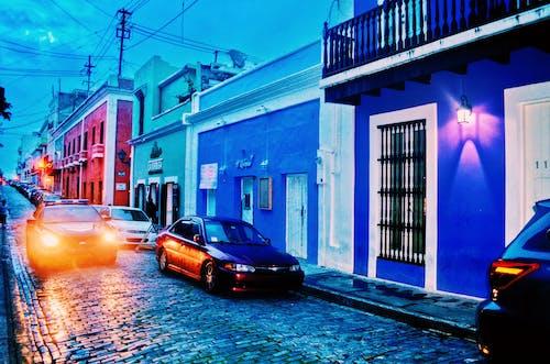 Foto d'estoc gratuïta de arquitectura, barri, carrer, carretera