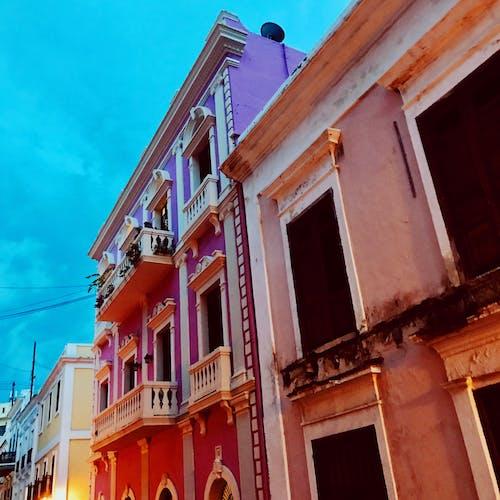 Základová fotografie zdarma na téma architektura, balkony, budovy, fasáda