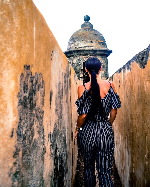 Foto d'estoc gratuïta de conjunt de roba, cúpula, desgast, dona
