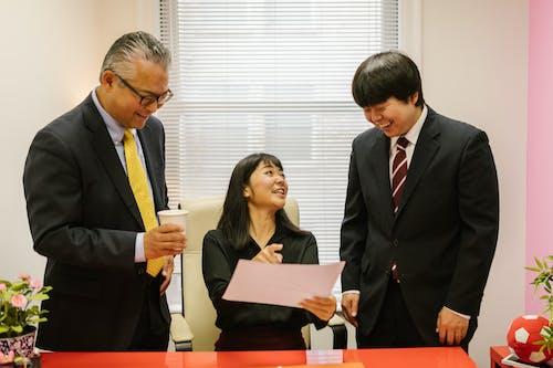 Gratis arkivbilde med administrasjon, asiatisk jente, asiatisk sjef