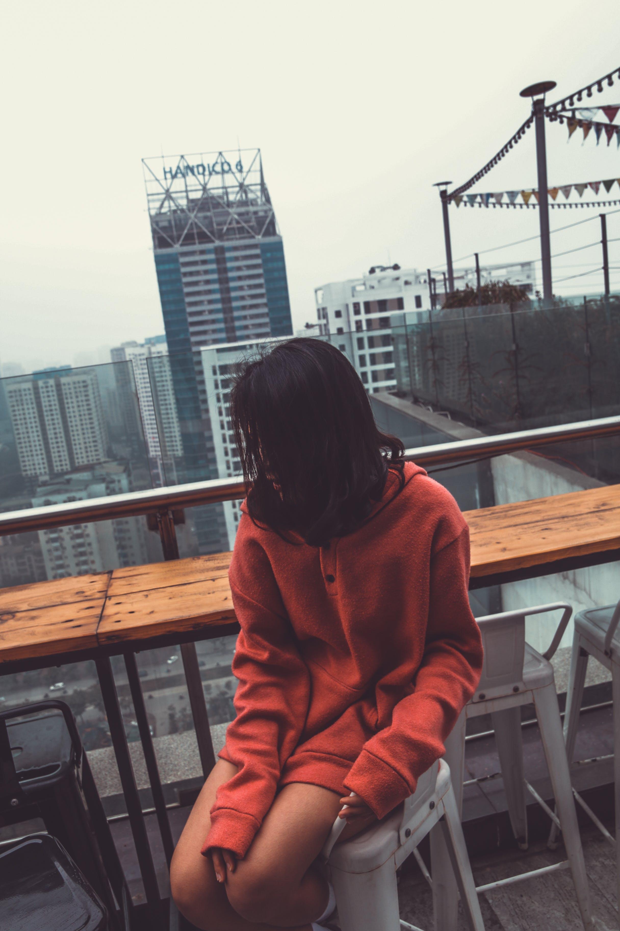 Gratis lagerfoto af arkitektur, Asiatisk pige, by, bygninger