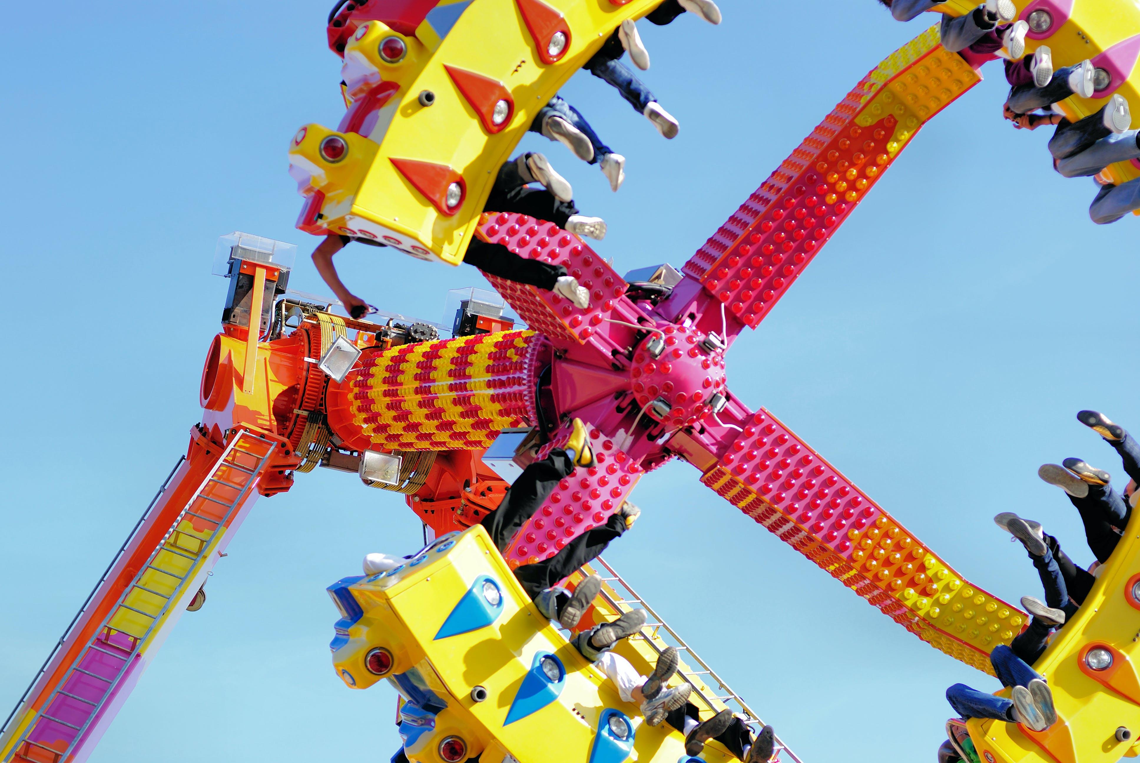 Kostenloses Stock Foto zu beine, festival, schuhe, freizeitpark