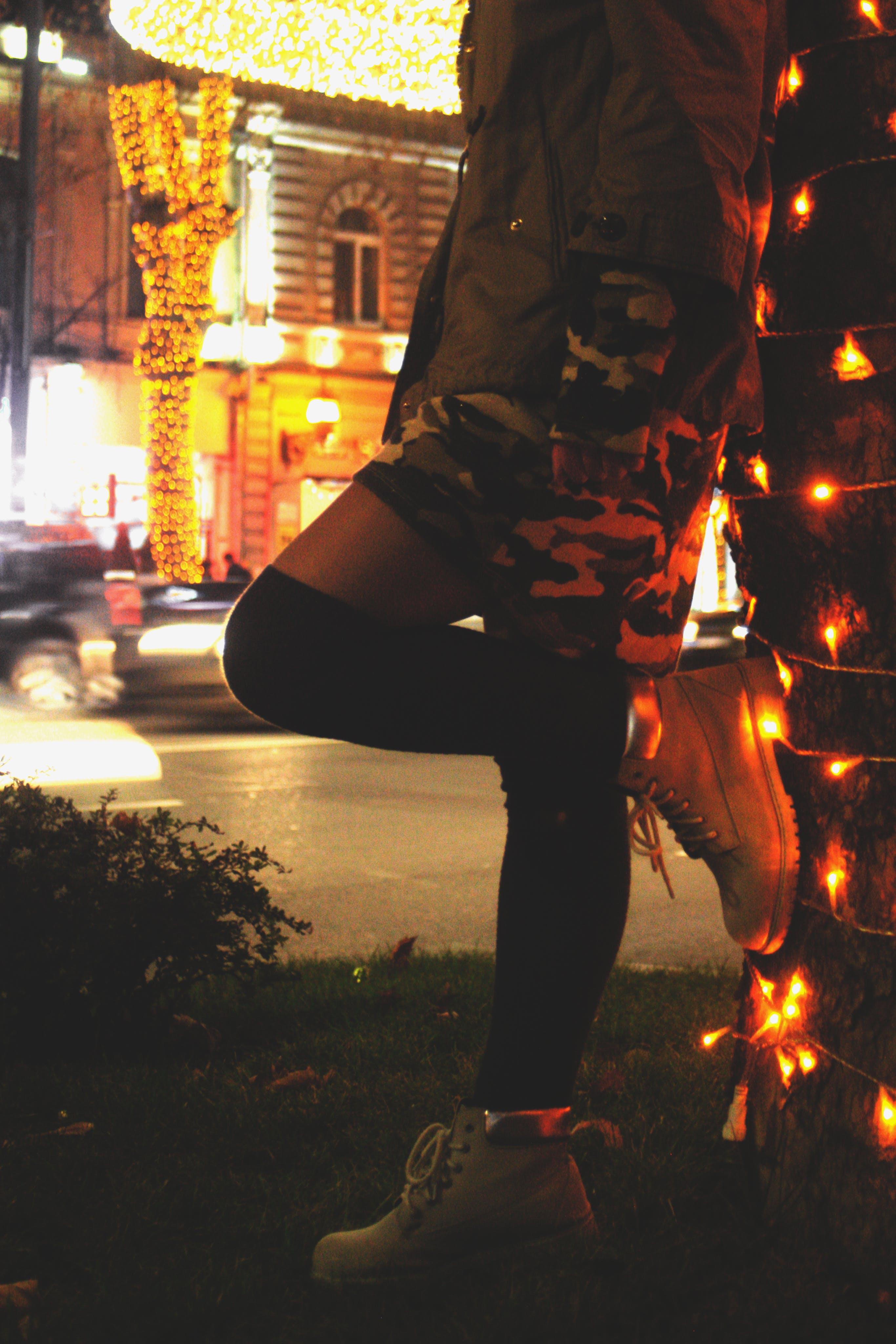 Безкоштовне стокове фото на тему «вечір, взуття, вид збоку, високі шкарпетки»