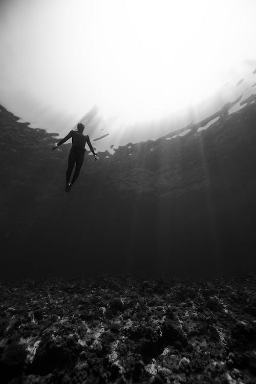 Immagine gratuita di acqua, angolo basso, anonimo