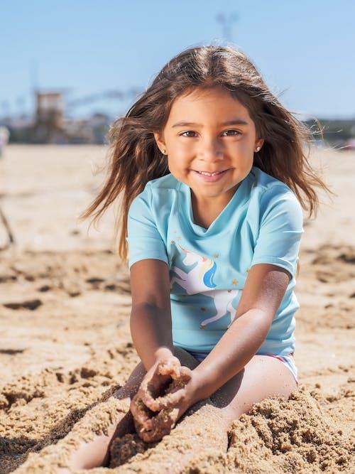 Gratis lagerfoto af barn, kyst, lodret