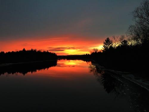 Δωρεάν στοκ φωτογραφιών με ηλιοβασίλεμα ποτάμι χρώματα
