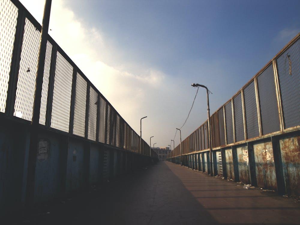 acier, barrière, ciel bleu