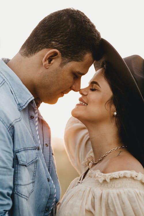 Бесплатное стоковое фото с близость, женщина, интимность