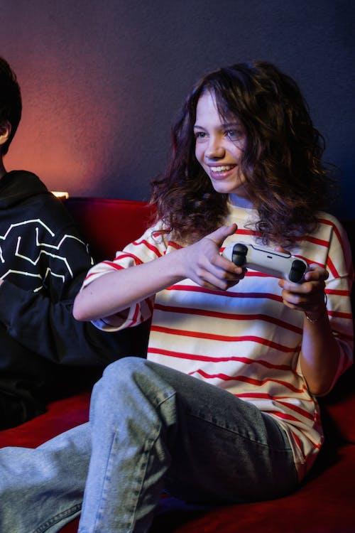 Fotos de stock gratuitas de adolescente, feliz, jugando