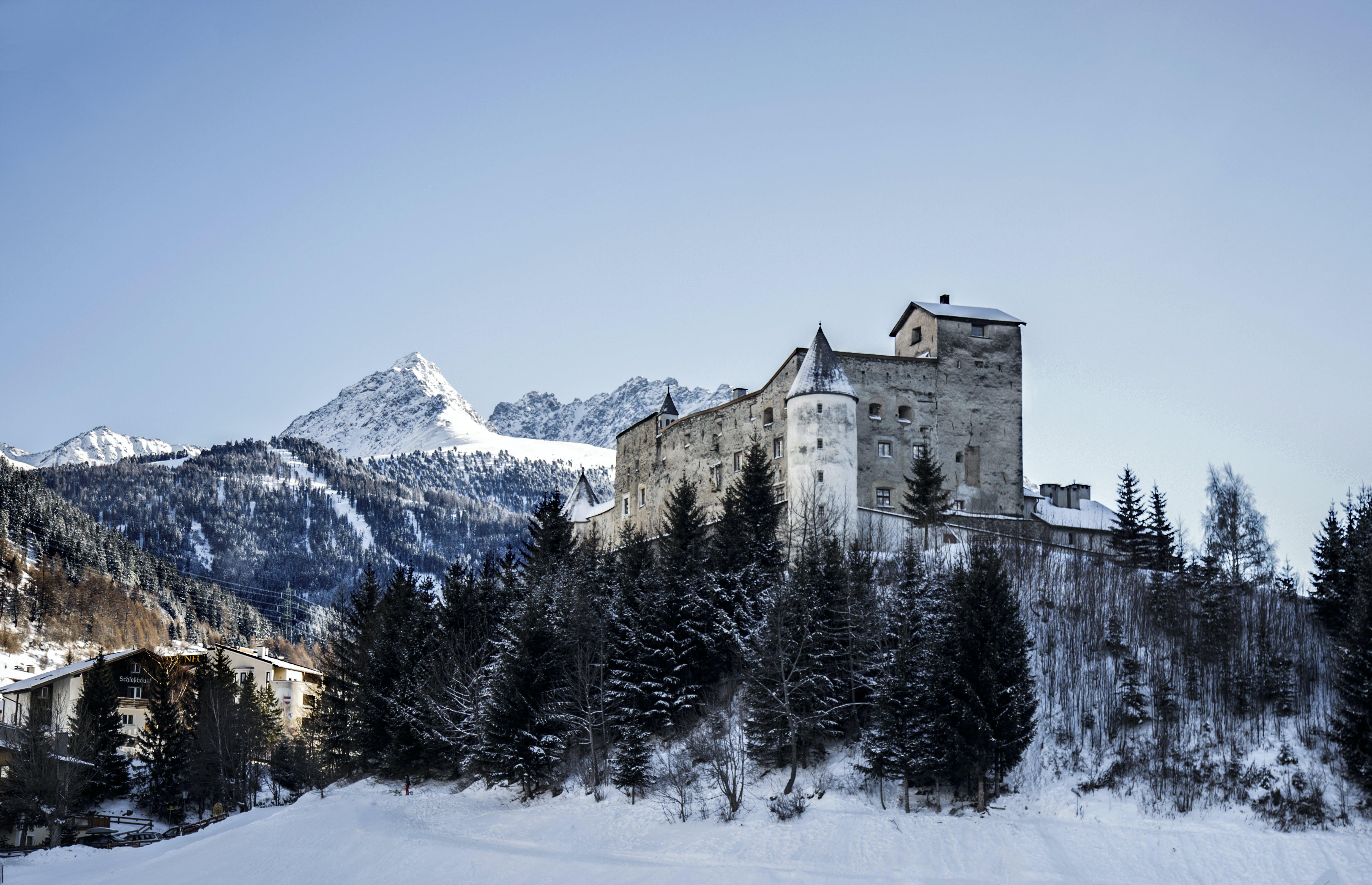 Gratis lagerfoto af alperne, arkitektur, bjerge, bjergtinde