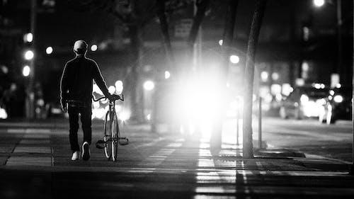 人行道, 晚上, 步行, 漆黑 的 免費圖庫相片