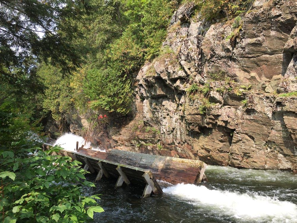 岩石峭壁, 记录滑槽 的 免费素材图片