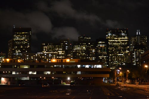 gece ışıkları, kent hayatı içeren Ücretsiz stok fotoğraf