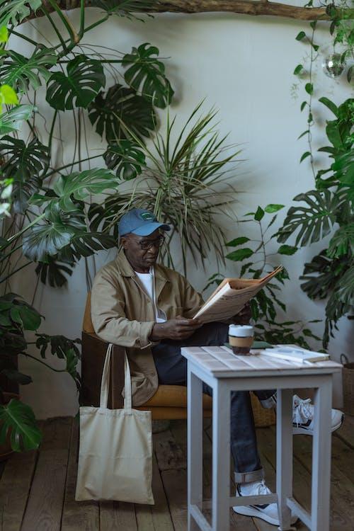 Kostenloses Stock Foto zu afroamerikaner, älterer erwachsener, älterer herr