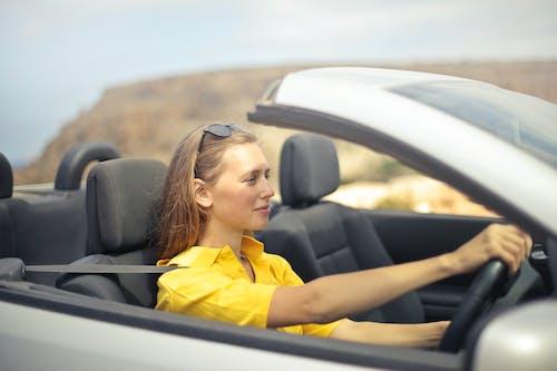 Gratis lagerfoto af bil, bilist, briller, Cabriolet