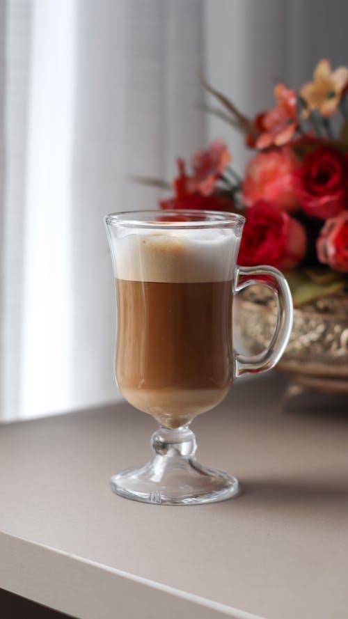 Ingyenes stockfotó asztal, cappuccino, csendélet témában
