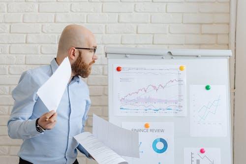 Kostenloses Stock Foto zu aktienmarkt, bestände, brille