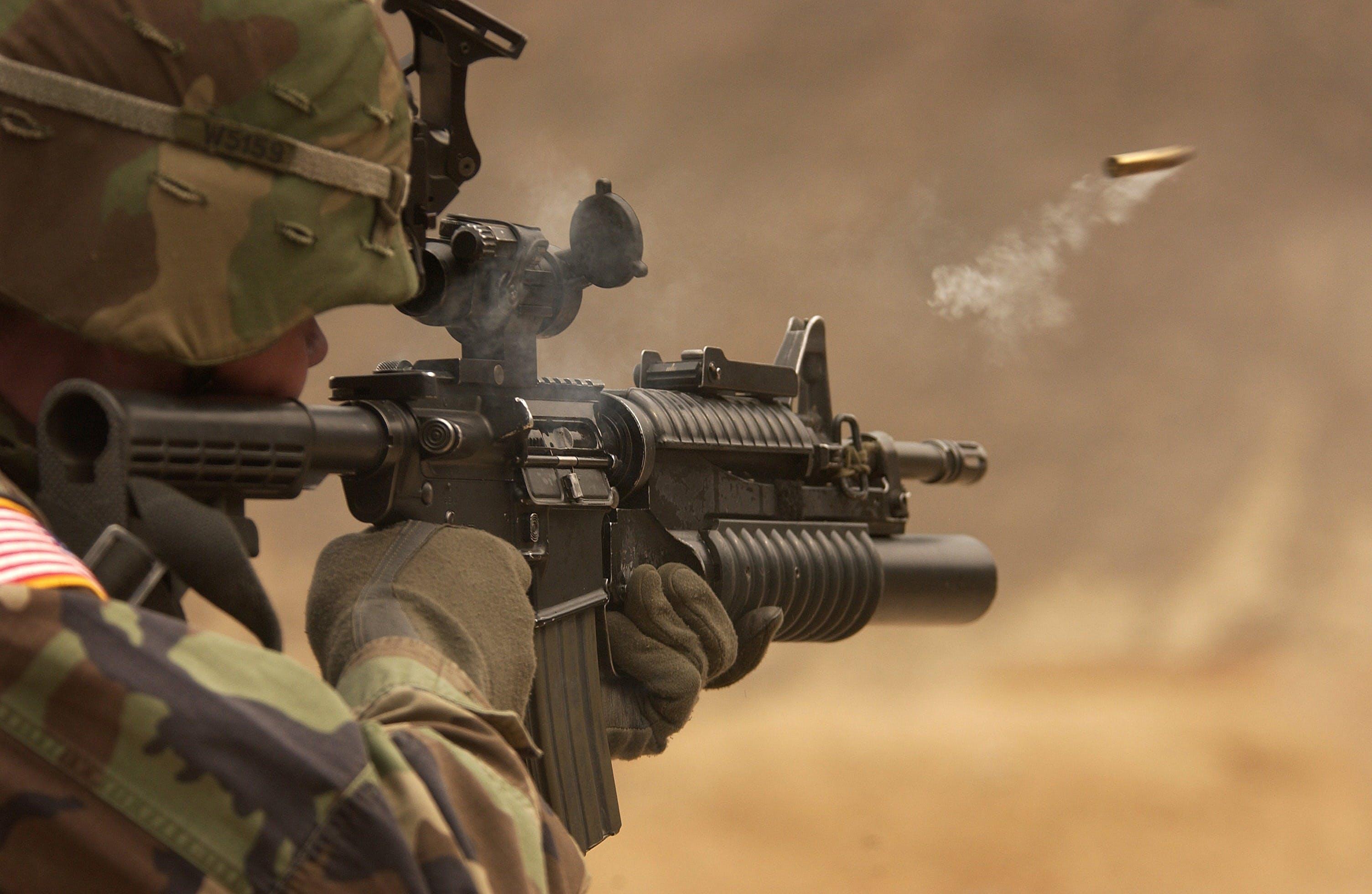 automatische waffe, bewaffnet, brennen