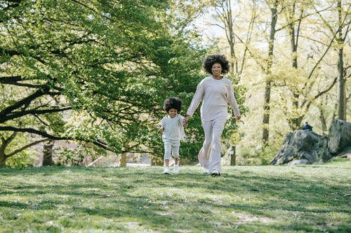 Immagine gratuita di attivo, bambino, capelli ricci