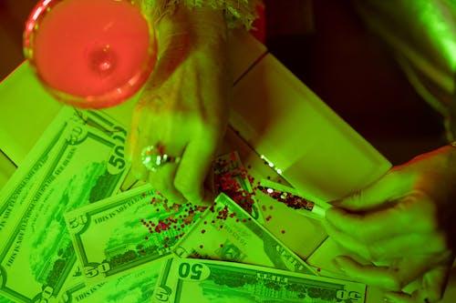 Безкоштовне стокове фото на тему «банкноти, блискітки, великий план»