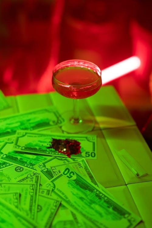 Ingyenes stockfotó alkohol, bankjegyek, csőrök témában