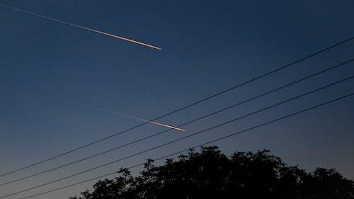 akşam gökyüzü, elektrik hattı, enerji hattı içeren Ücretsiz stok fotoğraf