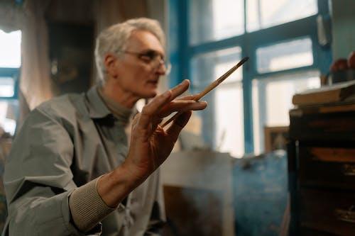 Kostenloses Stock Foto zu älterer erwachsener, brille, brillen
