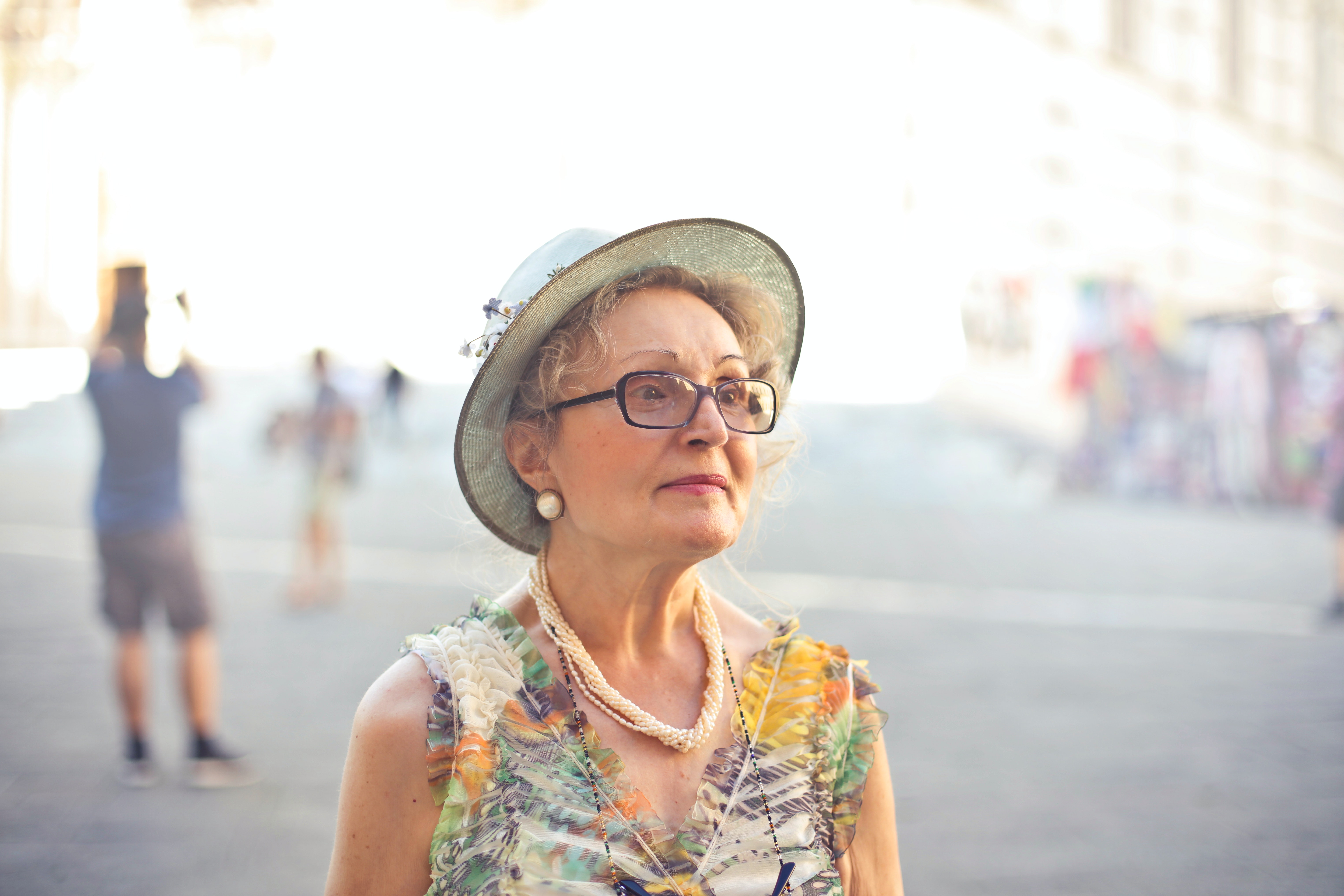 Woman in pastel color sleeveless shirt and sunhat. | Photo: Pexels