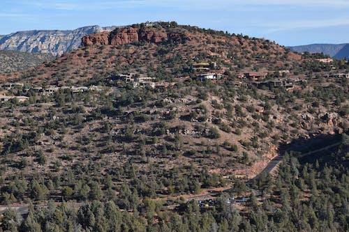 ağaç, dağ, katedral kayalar içeren Ücretsiz stok fotoğraf