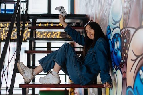 Základová fotografie zdarma na téma asiatka, brunetka, herní ovladač