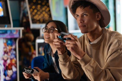 Fotos de stock gratuitas de buscando, gamepad, gente asiatica