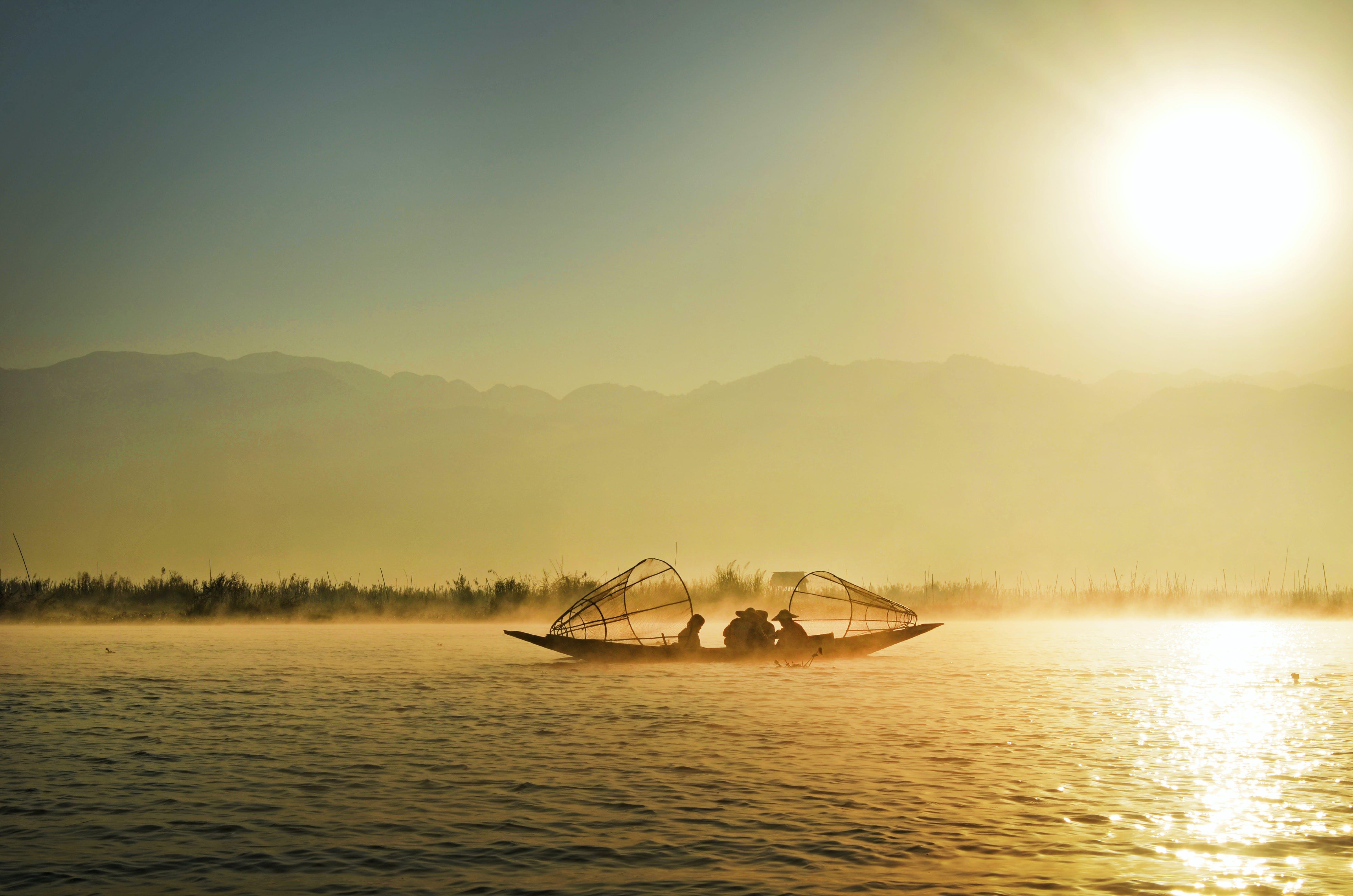 Základová fotografie zdarma na téma člun, klid, krajina, lidé