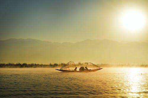 Darmowe zdjęcie z galerii z chmury, krajobraz, kuter rybacki, łódź