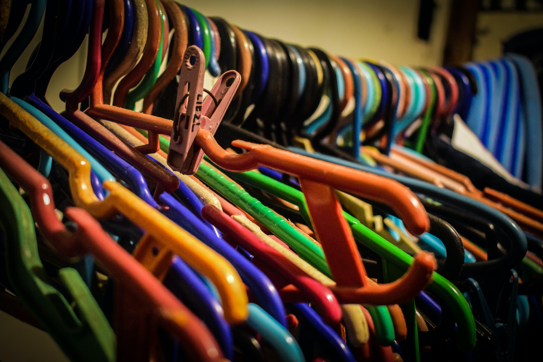 Gratis lagerfoto af bøjler, farverig, tøjklemme