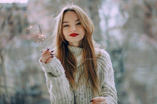 Immagine gratuita di bellissimo, capelli, capello, donna