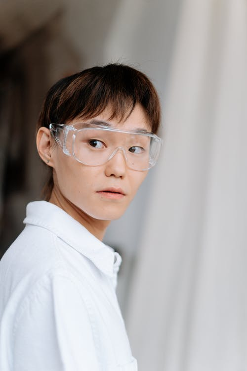Kostenloses Stock Foto zu brille, brillen, drinnen