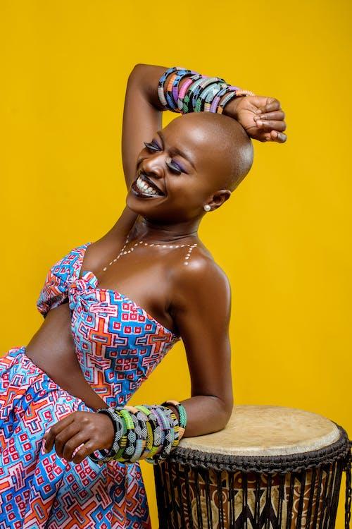 アクセサリー, アフリカ人女性, うれしいの無料の写真素材