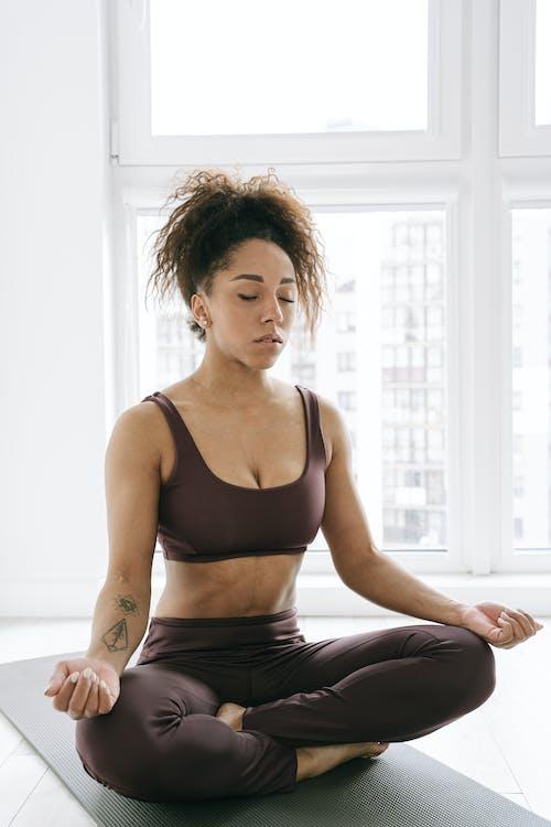Бесплатное стоковое фото с дома, заниматься спортом дома, йога
