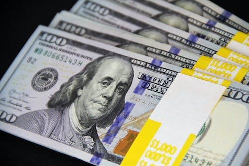 Kostenloses Stock Foto zu 100 rechnungen, bank, bargeld