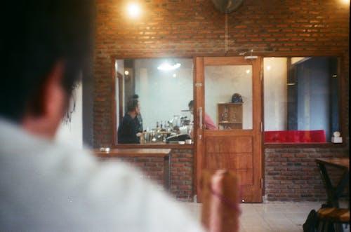 Δωρεάν στοκ φωτογραφιών με ricoh gx1, αναλογική κάμερα, Άνθρωποι, βλέπω