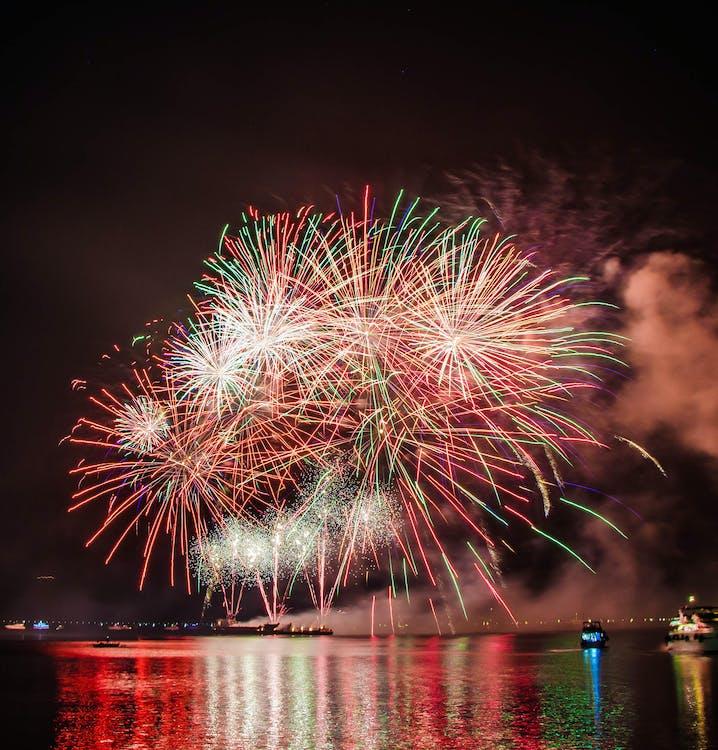 Ajunul Anului Nou, ambarcațiune, Anul Nou