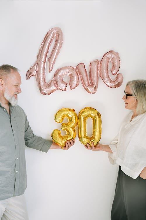 Foto stok gratis 30-an, balon, belum tua