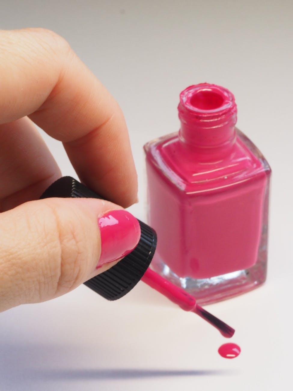 Remove the Labels from Your Clear Nail Polish | How to Make Your Own Cute Nail Polish, check it out at https://youresopretty.com/diy-cute-nail-polish/